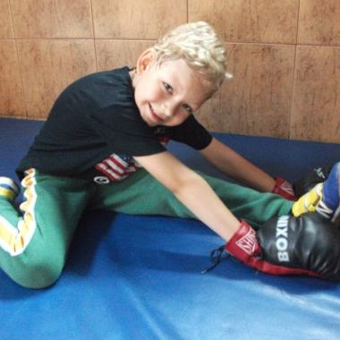 Boks -Trening personalny uroczego 6-letniego Hubercika