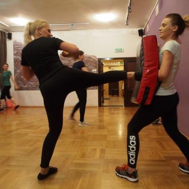Kurs samoobrony dla kobiet w Rędzinach - Trening Personalny, Trener personalny Tomasz Boral_13