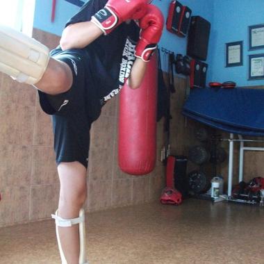 Trening personalny Muay Thai z użyciem tarcz oraz sprzętu ochronnego