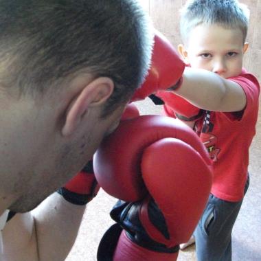 Wszechstronny mieszany trening dzieci z osobami doroslymi